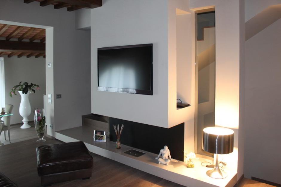 ... di illuminazione per un?abitazione nelle colline di Arezzo