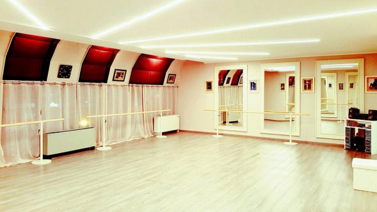 Illuminazione scuola di danza polverini lampadari for Scuola arredatore d interni